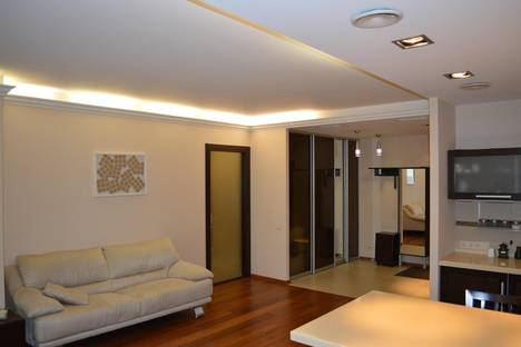 Сдается 2-комнатная квартира посуточно в Кемерове, ул. Марковцева, 10.