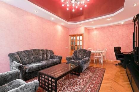 Сдается 1-комнатная квартира посуточнов Чебоксарах, Московский проспект, 24.