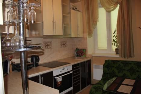 Сдается 1-комнатная квартира посуточно в Керчи, свердлова 70.