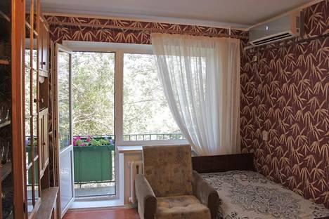 Сдается 1-комнатная квартира посуточно в Волгограде, ул. Бакинская, 3.