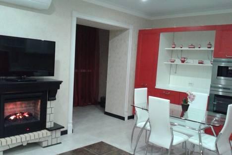 Сдается 3-комнатная квартира посуточнов Энгельсе, набережная имени Рудченко, 14.