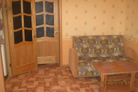 Сдается 2-комнатная квартира посуточно в Сызрани, ул. Комарова, 4.