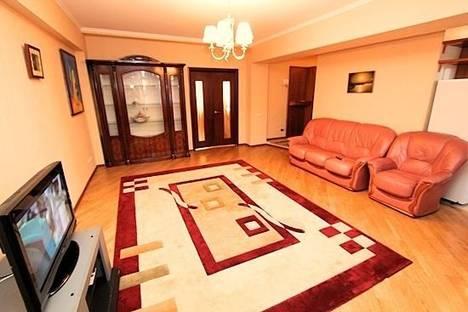 Сдается 2-комнатная квартира посуточно в Алматы, Фурманова 235.
