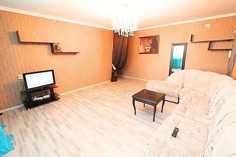 Сдается 2-комнатная квартира посуточно в Алматы, самал -2, дом 88.