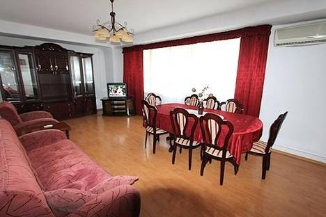 Сдается 2-комнатная квартира посуточно в Алматы, ул. Панфилова, дом 103.