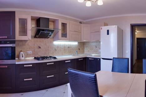 Сдается 1-комнатная квартира посуточно в Саратове, чернышевского 6.