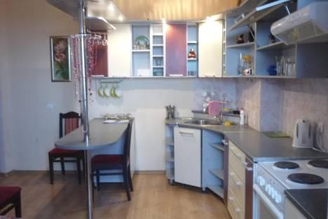 Сдается 3-комнатная квартира посуточно в Старом Осколе, Микрорайон Буденного 16.