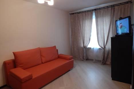 Сдается 1-комнатная квартира посуточно в Гатчине, улица Сандалова 1а.