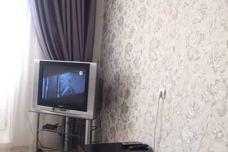 Сдается 1-комнатная квартира посуточно в Тобольске, 4 мкр 43 дом.