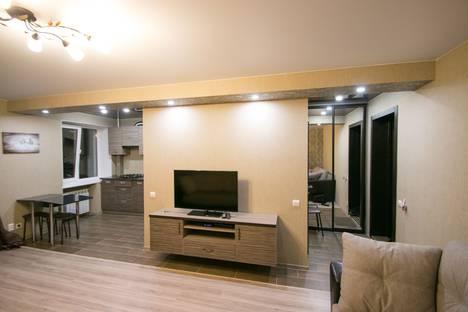 Сдается 1-комнатная квартира посуточно в Саратове, ул. Вольская, 32.