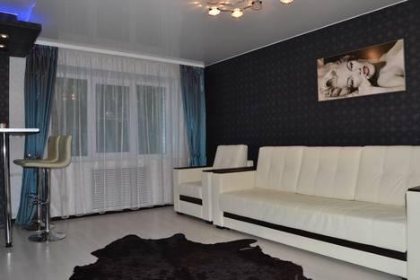 Сдается 1-комнатная квартира посуточно в Ухте, ул. 40 лет Коми АССР, 3/16.