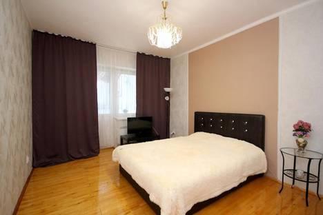 Сдается 1-комнатная квартира посуточно в Екатеринбурге, ул. Серова, 45.