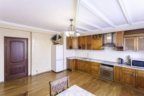 Сдается 2-комнатная квартира посуточно в Алматы, Жазылбека 20.