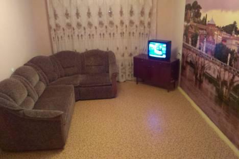 Сдается 2-комнатная квартира посуточно в Волжском, ул. Александрова, 22.