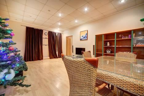 Сдается 2-комнатная квартира посуточнов Пушкине, набережная реки Фонтанки, 24.