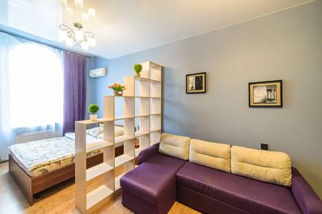 Сдается 2-комнатная квартира посуточно во Владивостоке, ул. Адмирала Фокина, 19.