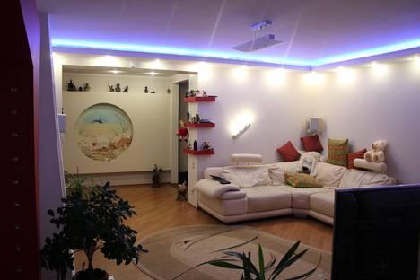 Сдается 2-комнатная квартира посуточнов Чебоксарах, Ярмарочная, 7.