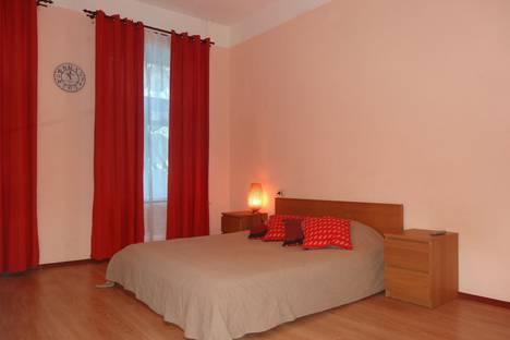 Сдается 1-комнатная квартира посуточно, Коломенская 32.