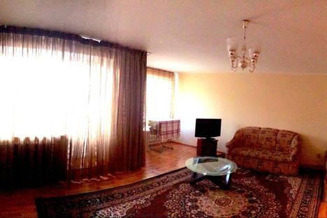 Сдается 3-комнатная квартира посуточно в Астане, пр.Абая 66.