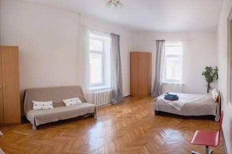 Сдается 2-комнатная квартира посуточнов Санкт-Петербурге, Невский, 72.