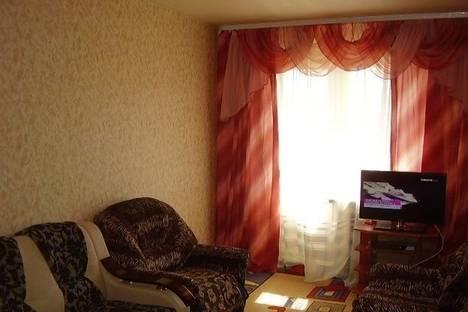Сдается 2-комнатная квартира посуточнов Омске, Серова улица, 4.
