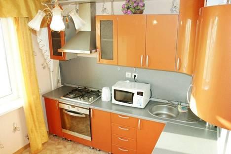 Сдается 2-комнатная квартира посуточнов Казани, ул. Адоратского, 7.