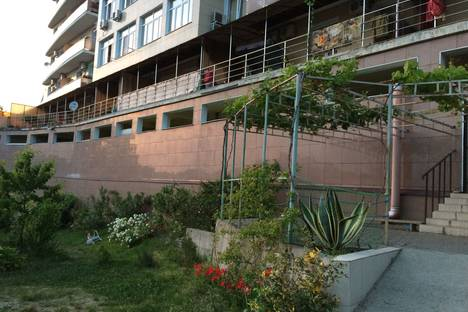 Сдается 3-комнатная квартира посуточно в Сочи, ул. Дмитриевой, 23/3.