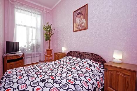 Сдается 2-комнатная квартира посуточно в Санкт-Петербурге, Миллионная, 18.