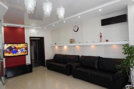 Сдается 3-комнатная квартира посуточно в Новосибирске, ул. Семьи Шамшиных, 20.