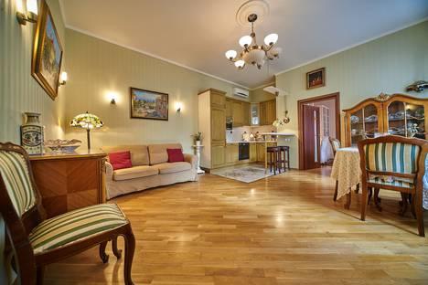 Сдается 2-комнатная квартира посуточнов Санкт-Петербурге, Реки Мойки набережная, 18.