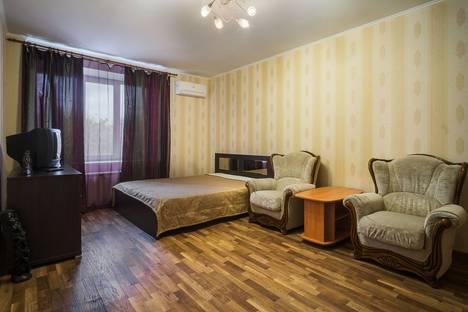 Сдается 2-комнатная квартира посуточно в Самаре, ул. Ленинская, 310.