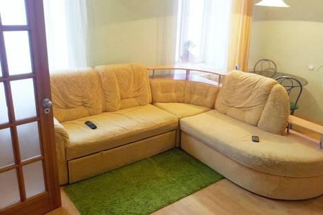 Сдается 2-комнатная квартира посуточно в Нижнем Тагиле, ул. Карла Маркса, 52.