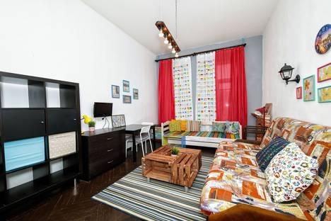 Сдается 3-комнатная квартира посуточно в Санкт-Петербурге, 15 линия ВО, д.40.