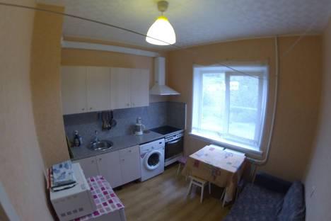 Сдается 1-комнатная квартира посуточно в Кировске, Олимпийская, 79.