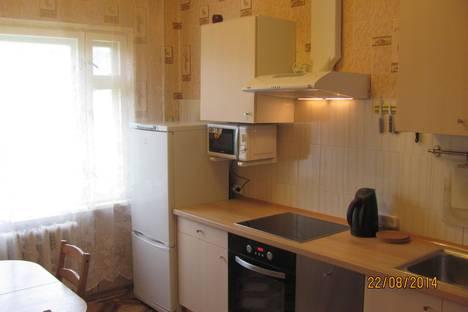 Сдается 2-комнатная квартира посуточнов Кировске, Олимпийская, 89.