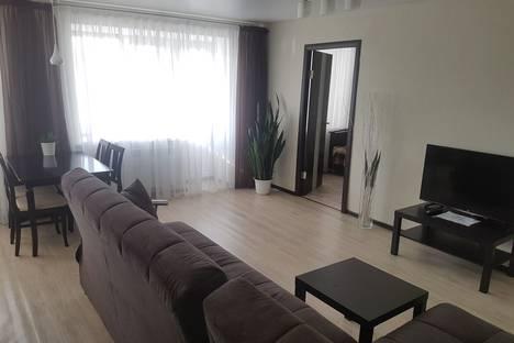 Сдается 2-комнатная квартира посуточно в Альметьевске, Джалиля, 21.