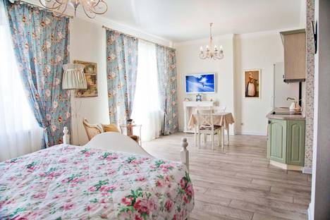 Сдается 1-комнатная квартира посуточно в Челябинске, ул. Братьев Кашириных, 8а.
