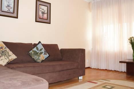 Сдается 2-комнатная квартира посуточно в Алматы, микрорайон Самал-1, 1.