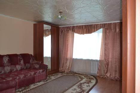 Сдается 1-комнатная квартира посуточно в Октябрьском, ул. Кортунова, 8.