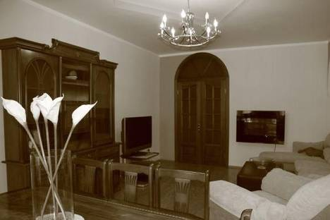 Сдается 3-комнатная квартира посуточнов Челябинске, проспект Ленина, 48.