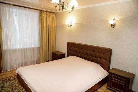 Сдается 2-комнатная квартира посуточно в Караганде, ул. Алиханова, 34\4.
