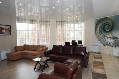 Сдается 3-комнатная квартира посуточно, ул. Чаплыгина, 93.