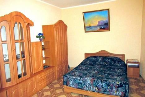 Сдается 2-комнатная квартира посуточно в Ялте, ул. Рузвельта, 6.