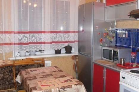 Сдается 3-комнатная квартира посуточно в Кировске, ул. Олимпийская, 85.