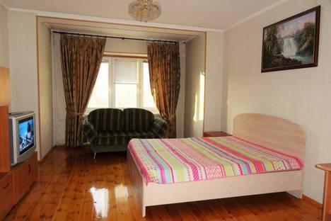 Сдается 1-комнатная квартира посуточно в Сургуте, ул. Островского, 22.