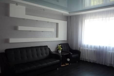 Сдается 2-комнатная квартира посуточнов Омске, ул. Заозерная, 27.