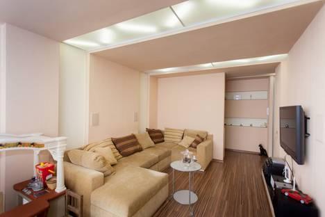 Сдается 4-комнатная квартира посуточнов Самаре, Ялтинская, 32.