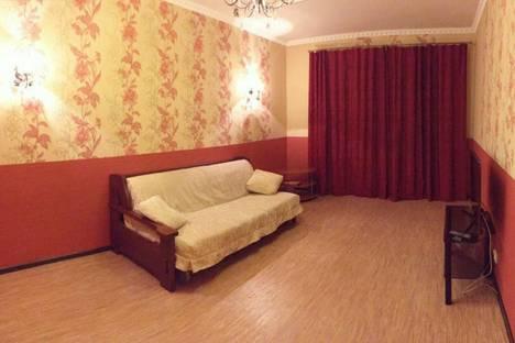 Сдается 1-комнатная квартира посуточно в Сургуте, ул. 30 лет Победы, 42/1.