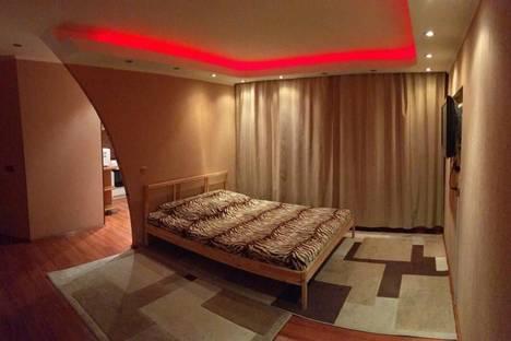 Сдается 1-комнатная квартира посуточно в Сургуте, ул. Бахилова, 6.