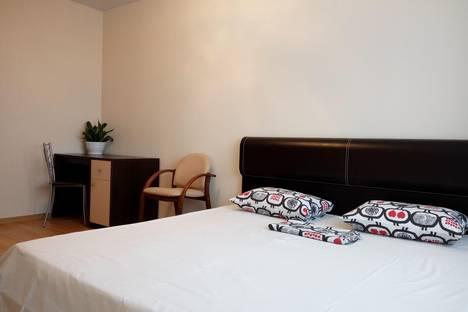 Сдается 2-комнатная квартира посуточнов Ханты-Мансийске, Строителей 100.